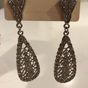 Jewelry - Crystal like chandelier earrings